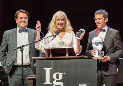 Dr. Marisa López-Teijón, director of Institut Marquès, Dr. Àlex García-Faura, scientific director of the center, and Lluís Pallarés, creator of the Babypod, accept their IG Nobel award.